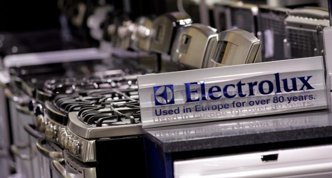 GE calls off sale of appliances business to Electrolux